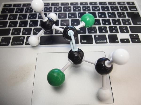 trans-2,3-ジブロモー2-ブテンの分子模型