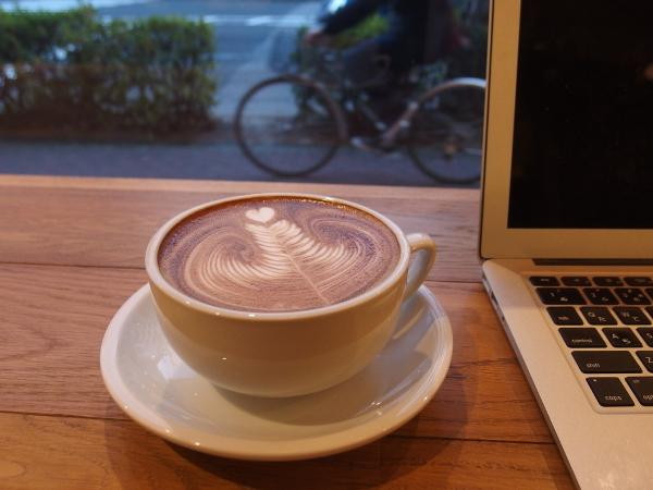 Mac Book Airとカフェラテ
